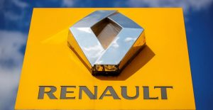 El logotipo del fabricante de automóviles Renault se ve en un concesionario en París, Francia, el 15 de agosto de 2021. REUTERS / Sarah Meyssonnier