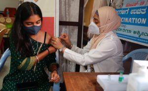 La India supera las mil millones de vacunas administradas contra la Covid-19