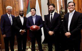 García se reunió con el director de la NFL México., Arturo Olivé. (Foto: @samuelgarcias).