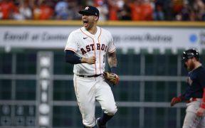 Carlos Correa celebra el regreso de los Astros a la Serie Mundial. (Foto: Reuters).
