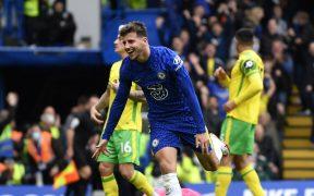 Mount fue la figura, con tres goles. (Foto: Reuters).