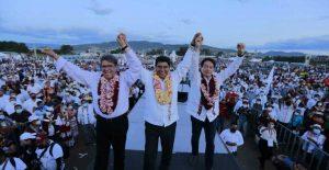 Senador de Oaxaca que aspira a candidatura ofrece informe frente a 50 mil personas; Delgado y Monreal lo celebran