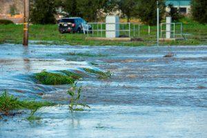 Lluvias en California provocan graves inundaciones que dejan sin electricidad a 380 mil hogares y negocios