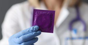 Ginecólogo malasio crea el primer condón unisex hecho de un material de calidad médica